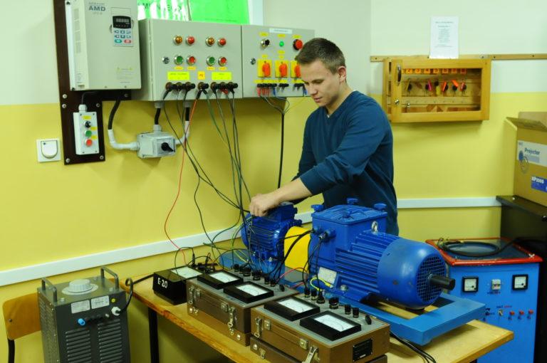 technik-elektryk-jpg1